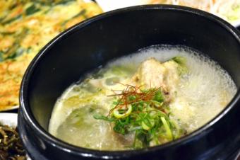 【漢方薬膳レシピ】クコの実と手羽の温活スープ