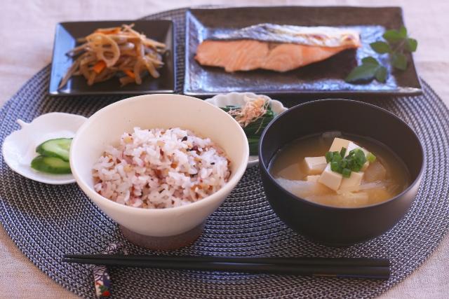 ご飯と一汁三菜~日本の伝統食で心身に優しい食生活を~