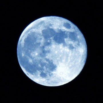 月と占星術とアロマ~興味深いつながり~